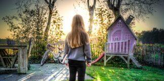 jaka zabawka przyda się dziecku podczas zabawy na podwórku?